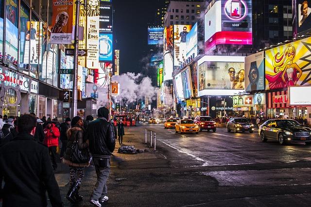 ulice s reklamami