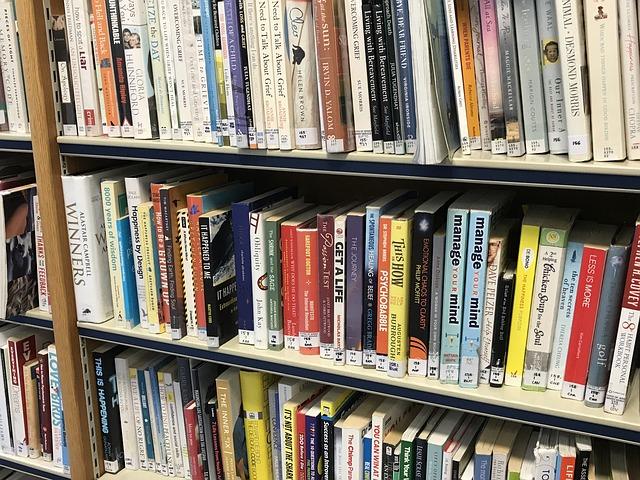 srovnané knihy v knihovně
