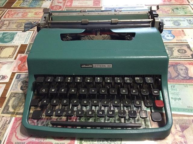 starý psací stroj